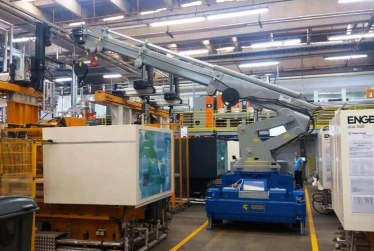 Cranes for Plastic Injection Moulding