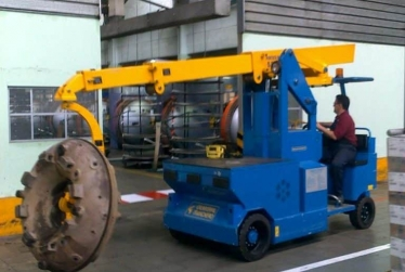 Cranes for Tyre Moulding